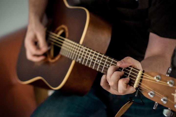 Nauka gry na gitarze akustycznej