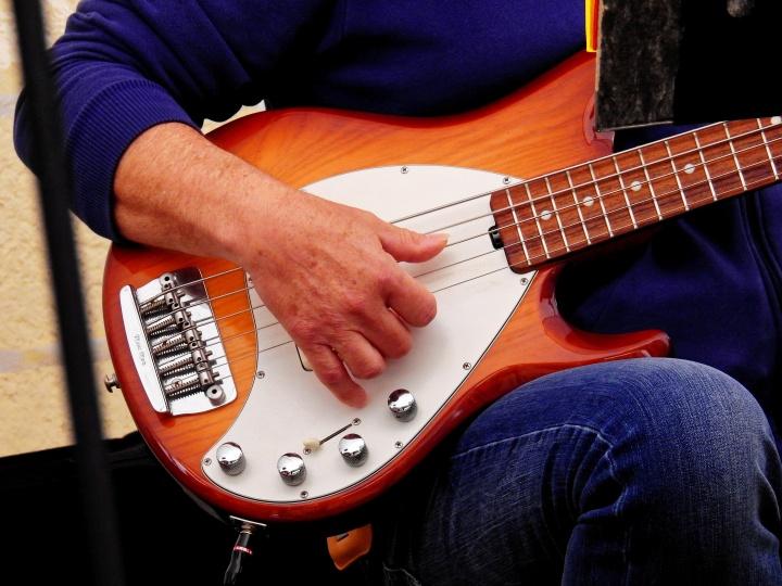 Nauka gry na gitarze basowej